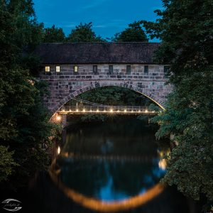 Picture of the enlighted Kettensteg in the evening