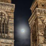 Fullmoon between the towers of St. Sebald
